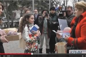По поручению Путина в Севастополе девочке из Донецкой области подарили собаку (ВИДЕО)
