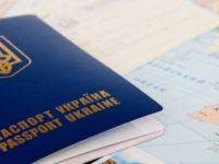 Крымчанам будут выдавать украинские загранпаспорта после спецпроверки