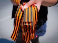 Приезжающим в Крым украинцам предлагают повязывать георгиевские ленточки